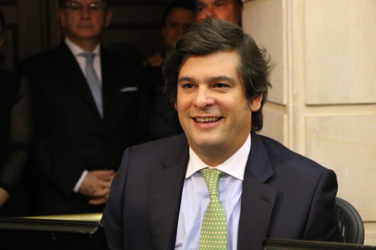 General acusado por narcotr fico es nombrado ministro del for Escuchas del ministro del interior